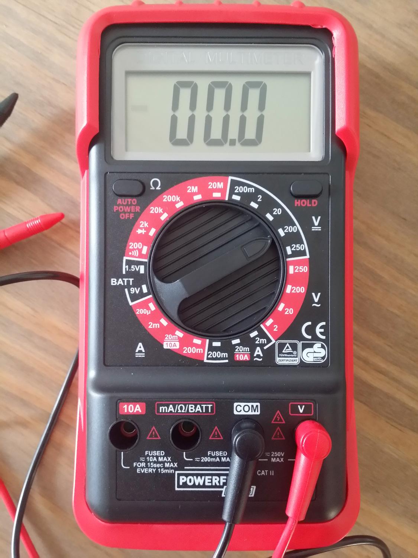 Comment mesurer une tension cours - Comment utiliser un multimetre ...